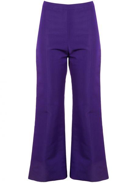 Шелковые фиолетовые расклешенные укороченные брюки с высокой посадкой Christian Siriano