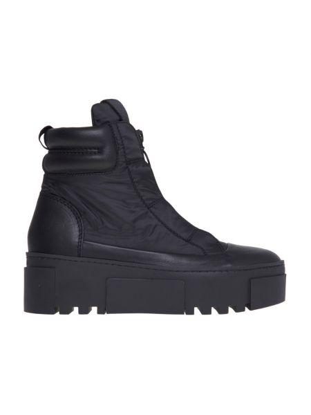 Czarne sneakersy Vic Matie