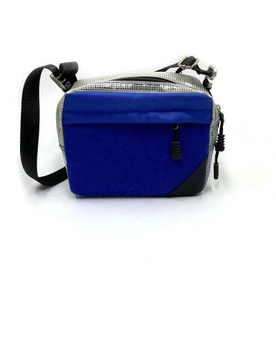 Синяя с ремешком текстильная сумка Qq