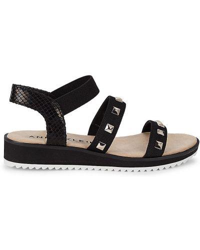 Czarne sandały na koturnie na obcasie Anne Klein