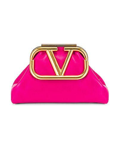 Różowa złota kopertówka Valentino Garavani