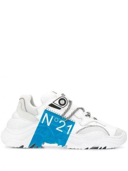 Кожаные белые кроссовки на шнуровке с заплатками N°21