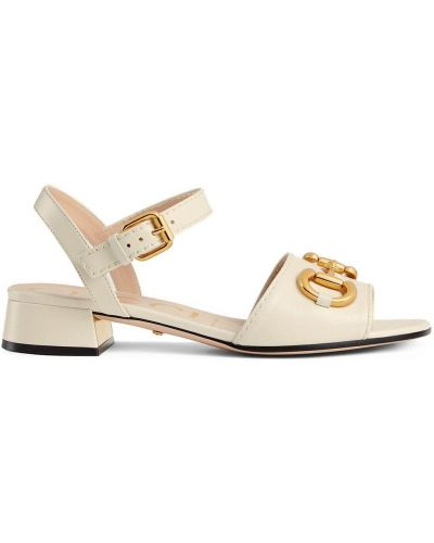 Białe złote sandały na obcasie Gucci