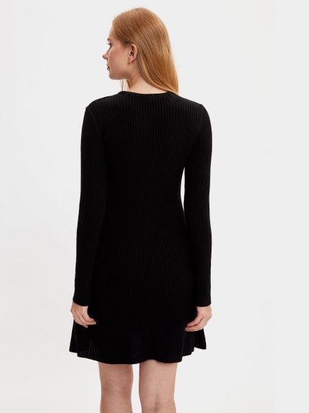 Черное платье макси с вырезом в рубчик Defacto