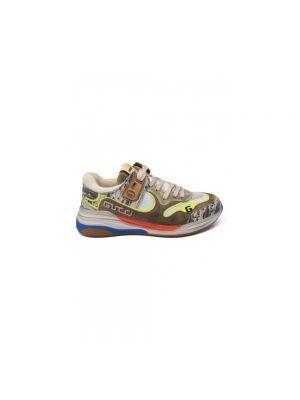 Białe sneakersy na platformie z haftem Gucci