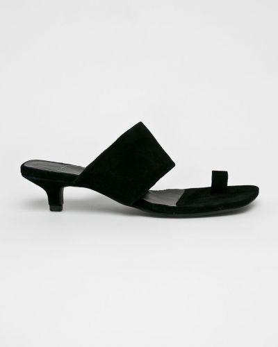 Сандалии черные на каблуке Vagabond