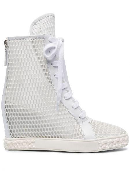 Белые ботильоны на каблуке на шнуровке Casadei