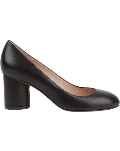 Кожаные туфли на каблуке круглым носом Stuart Weitzman