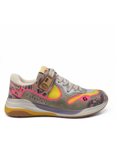 Różowe sneakersy skorzane z haftem Gucci