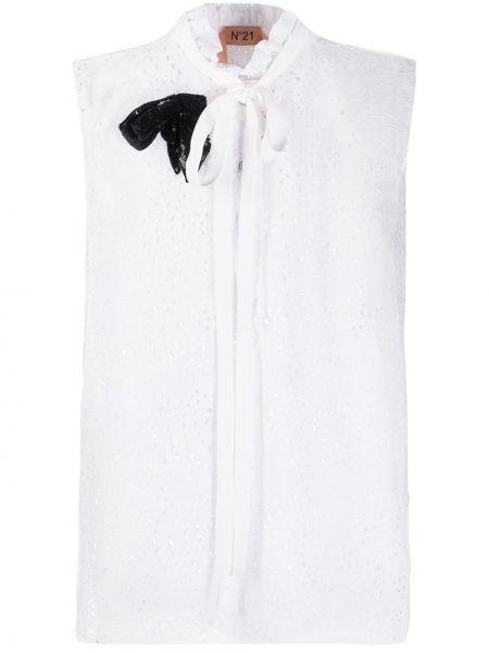 Bluzka bez rękawów biała z broszką N°21