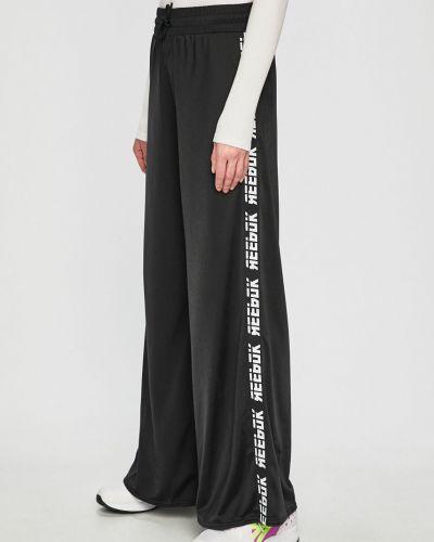 Спортивные брюки на резинке свободные Reebok
