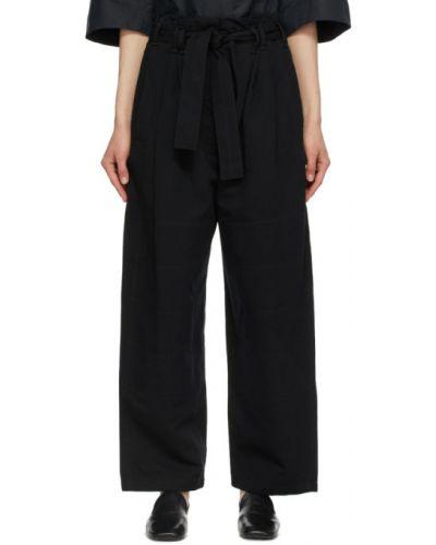 Czarne jeansy bawełniane z paskiem Lemaire