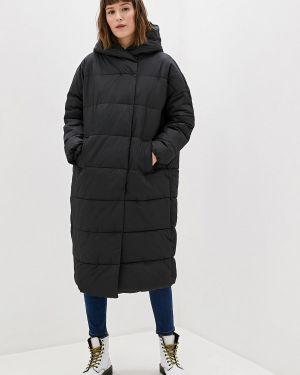 Зимняя куртка утепленная черная Befree