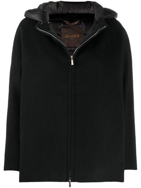 Пуховая черная куртка с капюшоном Moorer