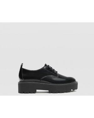 Туфли на каблуке черные на плоской подошве Stradivarius