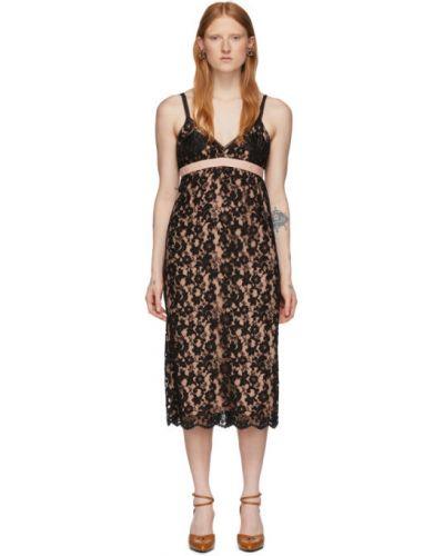 Платье розовое с вышивкой Gucci
