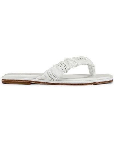 Białe sandały skorzane z falbanami Raye