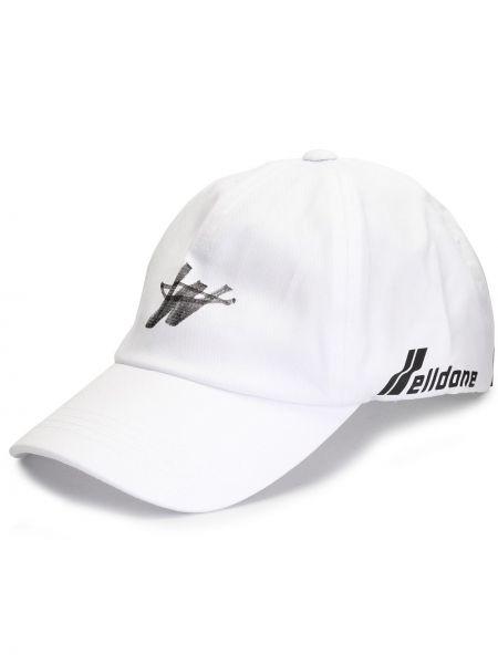Czapka z logo biały We11done