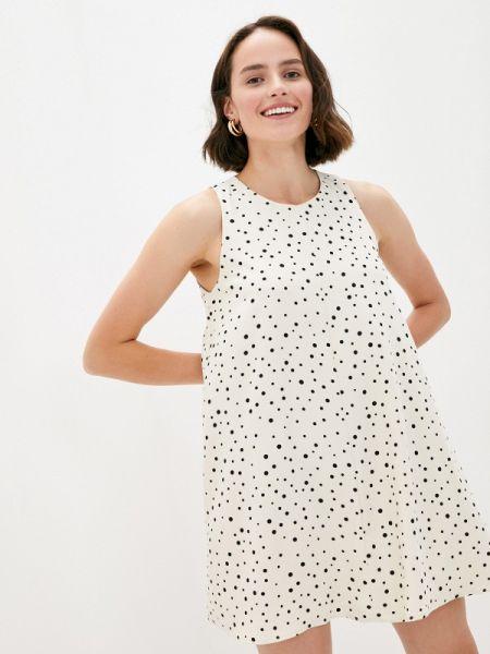 Бежевое прямое платье осеннее B.style