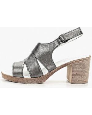 Босоножки на каблуке кожаные серые Shoiberg