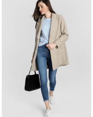 Бежевое пальто на кнопках с накладными карманами двубортное Ostin