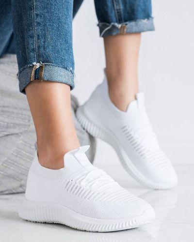 Białe sneakersy na co dzień Mckeylor
