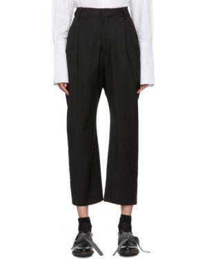 Черные плиссированные брюки с воротником с поясом Studio Nicholson