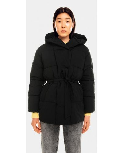 Черная куртка утепленная Befree