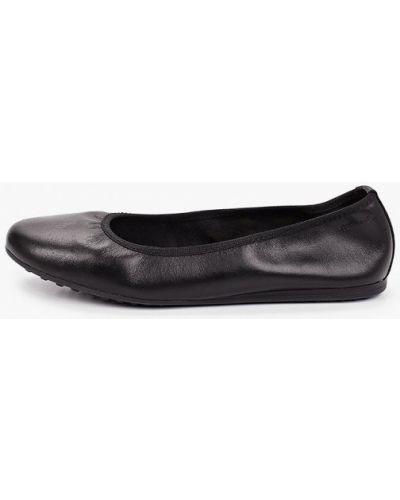 Кожаные черные балетки с круглым носом Tamaris
