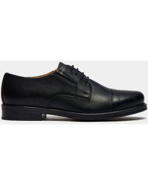 Деловые кожаные черные туфли с перфорацией Ralf Ringer