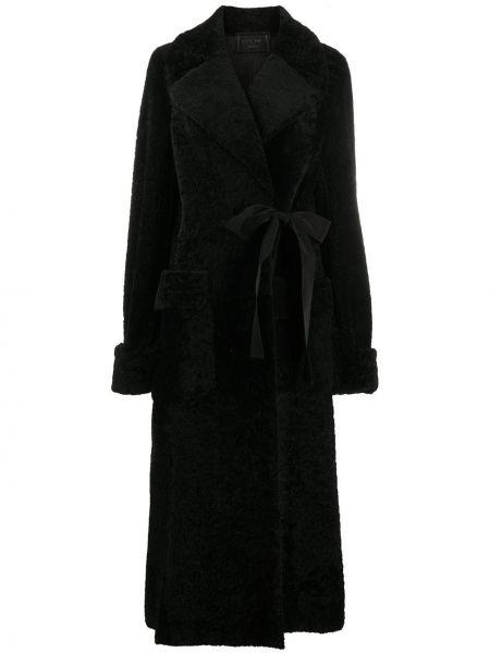 С рукавами черная длинная шуба с воротником из овчины Prada