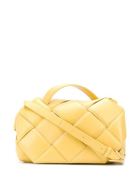 Плетеная желтая кожаная сумка на плечо Bottega Veneta