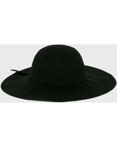 Черная шапка Answear