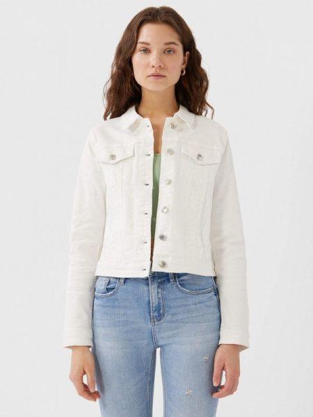 Белая джинсовая куртка Stradivarius