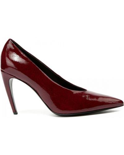 Кожаные красные туфли закрытые Ballin