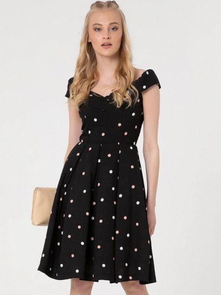 Черное платье с открытыми плечами Lmp