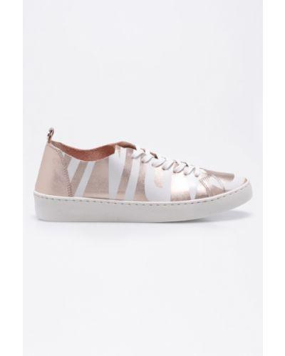 Розовые кроссовки Carinii