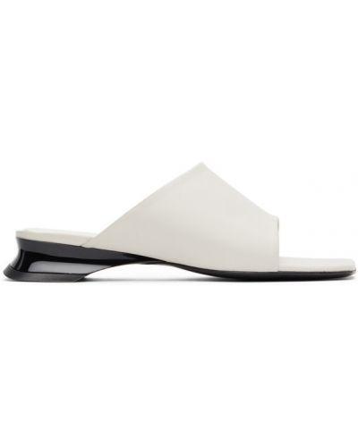 Кожаные черные сандалии на каблуке с тиснением Dorateymur