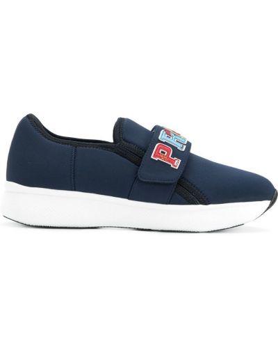 Синие кроссовки на платформе Prada