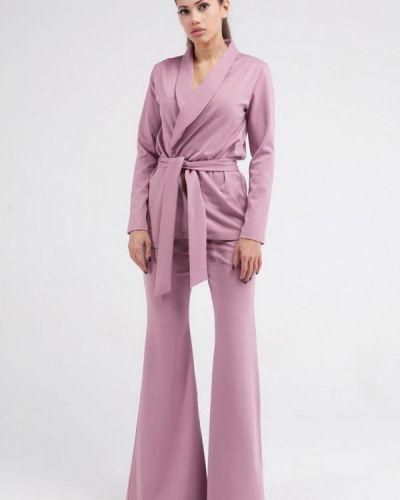 Розовый брючный костюм Malaeva