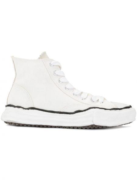 Высокие кеды на шнуровке с аппликациями Maison Mihara Yasuhiro