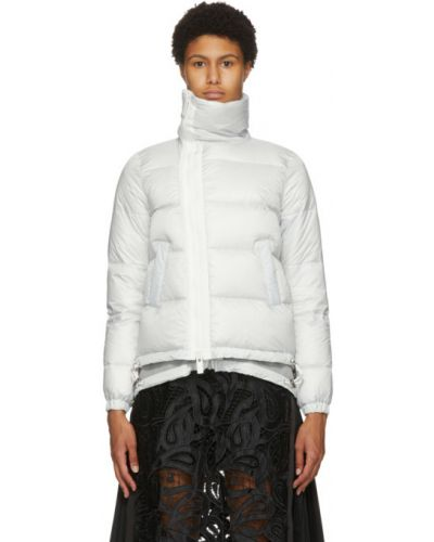Стеганая пуховая белая длинная куртка Sacai
