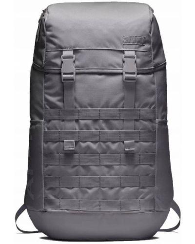 Серый рюкзак Nike