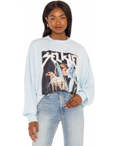 Niebieski sweter z printem Selkie