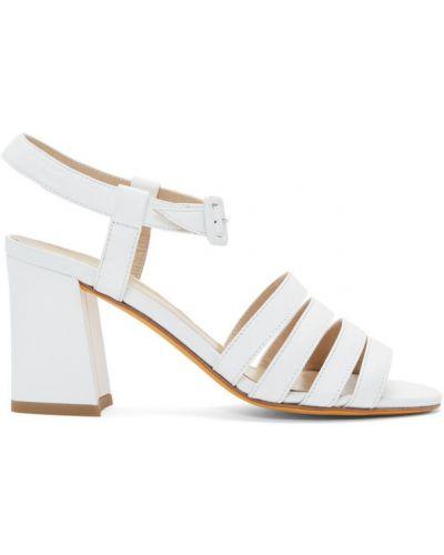 Białe sandały skorzane klamry Maryam Nassir Zadeh