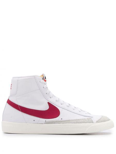 Белый пиджак с заплатками на шнурках Nike
