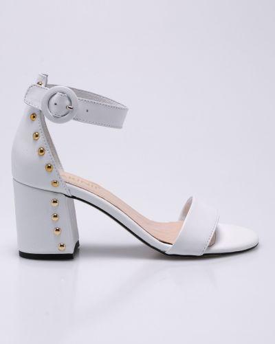 Белые сандалии Carinii