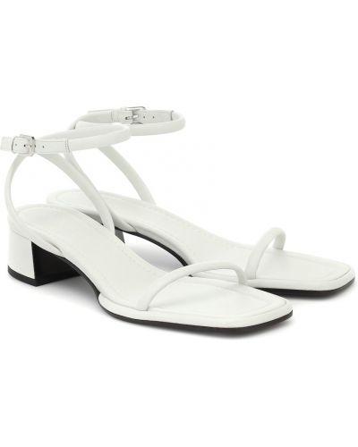 Белые кожаные сандалии The Row