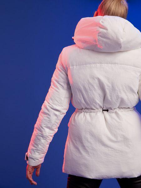 Белая куртка с капюшоном на молнии Defacto
