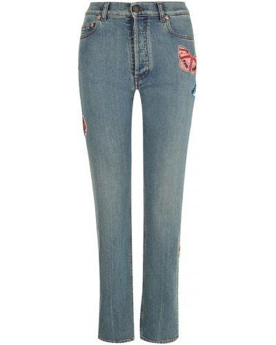 Укороченные джинсы с эффектом потертости с аппликацией Valentino